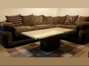 EasyRoommate UK - ROOM TO RENT! £350 HYDE AREA 20MINS TO MANCHESTER - Hyde, Tameside - £350