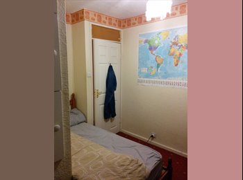 EasyRoommate UK - Short term medium size room- Real bargain - New Southgate, London - £385