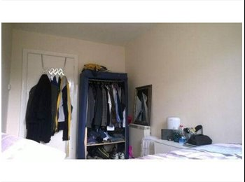 EasyRoommate UK - Double Bedroom in Guildford Close To Town Centre - Guildford, Guildford - £420