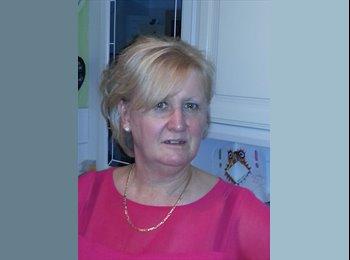 Maureen  - 57 - Professional