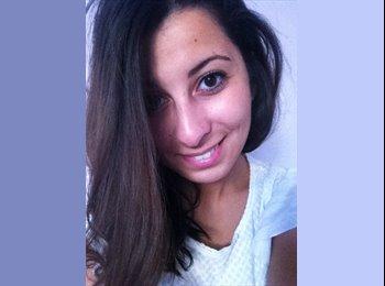 Sarah - 21 - Student