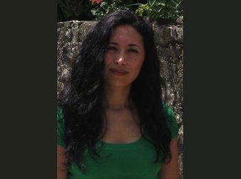 Karina - 34 - Professional