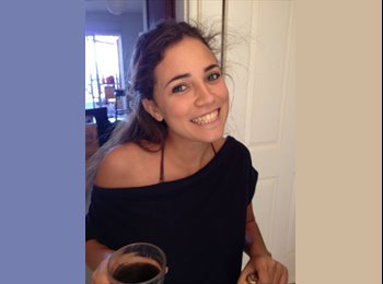 Julie - 20 - Student