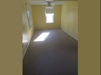 EasyRoommate US - Strong area house near UR, 3 min to URMC - Maplewood, Rochester - $590