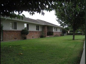 EasyRoommate US - Seeking Cool Roommate! - Sunnyside, Fresno - $400