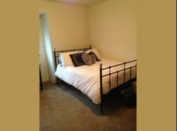 Room in 3bdrm/2bath apartment in fife