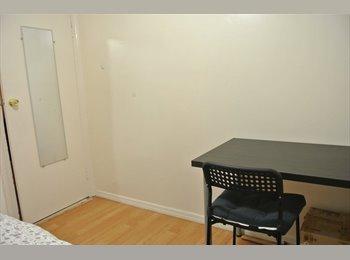 EasyRoommate US - Looking for female roommate in astoria $780 - Astoria, New York City - $780
