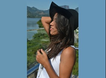 Larissa - 19 - Student