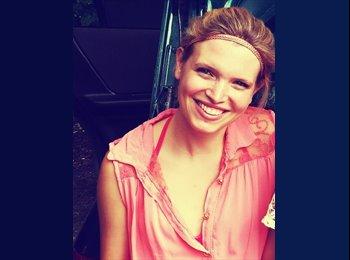 Laura Zimmermann - 25 - Student