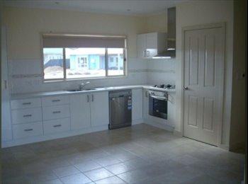 EasyRoommate AU - Room for rent in newish house - Braitling, Alice Springs - $240