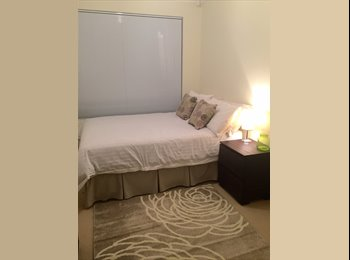 Double room available in trendy villa in Bayswater