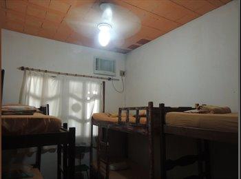 EasyQuarto BR - Quarto para rapazes em Rio das Ostras - Costa Azul, Macaé-Rio das Ostras - R$788
