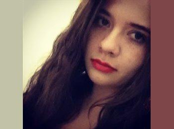 Alejandra - 24 - Estudiante