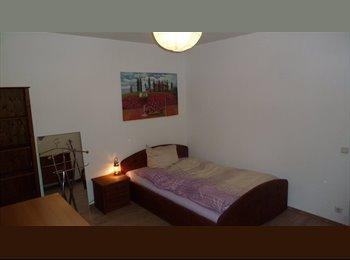 EasyWG DE - helles Zimmer in freundl. WG (95 m2) zu vermieten - Wedel, Wedel - €350