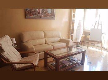 Habitación disponible en piso céntrico y soleado