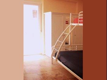 CENTRO SOL.Habitación doble con balcón.WIFI 100Mb