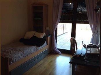 EasyPiso ES - Habitación con baño privado terraza y piscina privada - Alcalá De Henares, Madrid - €350