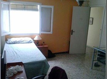 EasyPiso ES - Alquiler de habitaciones centro Almería. - Centro, Almería - €166