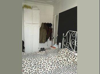 Appartager FR - Sous-Location Chambres Antony-Croix de Berny RER B - Antony, Paris - Ile De France - €600