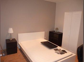 Appartager FR - Chambre meublée dans maison - Tourcoing, Lille - €381