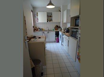 Appartager FR - Colocation appartement 83 m2 dans le 20ème - 20ème Arrondissement, Paris - Ile De France - €645
