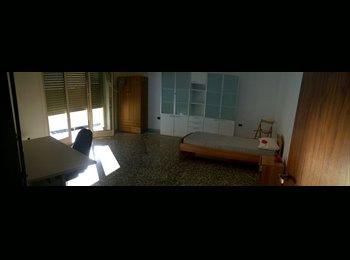stanza singola e doppia  arredata