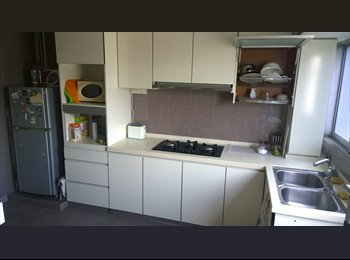 EasyRoommate SG - Queen-size bed room - 2 min walk from Farrer Rd MR - Holland, Singapore - $950