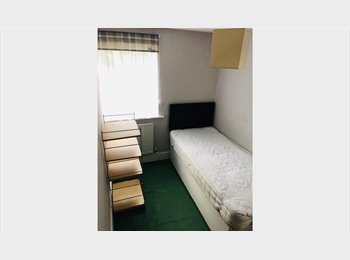 HOMELY ROOM IN A HOMELY HOUSE IN BECKTON, LONDON, E6