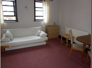 Choice of 2 x furnished double rooms. £475/500