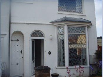 Double room in house in Ashford, Kent