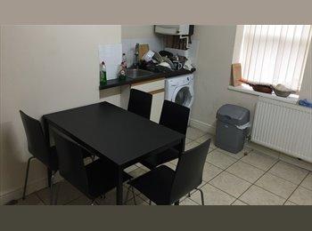 DOUBLE EN-SUITE Bedroom - Sefton Park, no fees