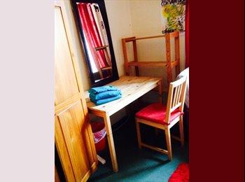 EasyRoommate UK - Room Available - Edinburgh Centre, Edinburgh - £400