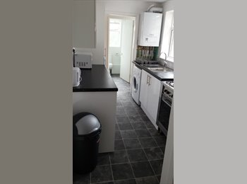4 double rooms in town centre location
