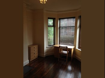 EasyRoommate UK - 3 Rooms Now in a Fantastic 5 Bed House - Fallowfield, Manchester - £325
