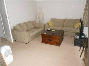 Spacious double room in large 2 bed flat
