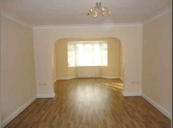 Spacious single room close to Hayes Station
