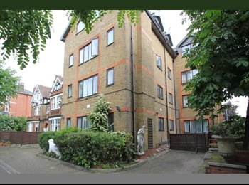 Double Room Available in 3 bed flatshare