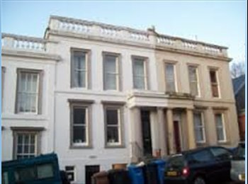 EasyRoommate UK - Lovely 9 Bed Townhouse next to Dundee Uni/West End - Dundee, Dundee - £300