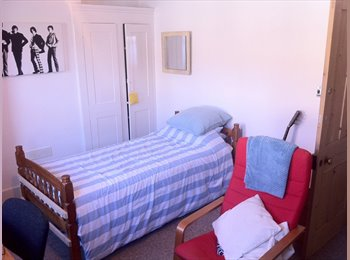 EasyRoommate UK - 1 Bedroom Available in Eastbourne Town Centre - Eastbourne, Eastbourne - £365