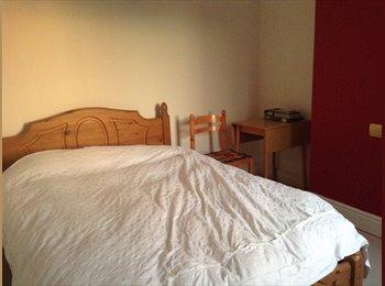 EasyRoommate UK - Double room in Old town Mon-Fri - Swindon Town Centre, Swindon - £345