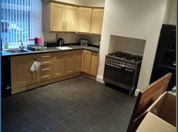 EasyRoommate UK - 2 rooms to rent - Calderdale, Calderdale - £300