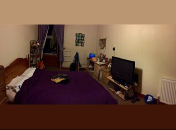 EasyRoommate UK - Spacious Double Room Next to Abertay Univ - Dundee, Dundee - £250