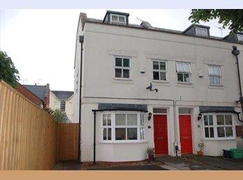 EasyRoommate UK - Double room close to Town - Cheltenham, Cheltenham - £475