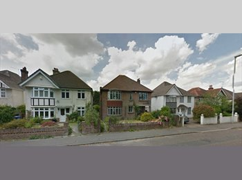 EasyRoommate UK - Double Room located in the exclusive Penhill / Can - Canford Cliffs, Poole - £395