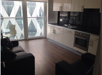 EasyRoommate UK - Double Room Available Immediately - Salford Quays, Salford - £400