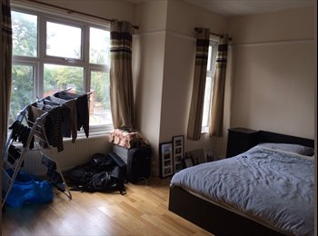 Large furnished double room available in a lovely