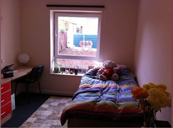 Large en suite bedroom in Beeston
