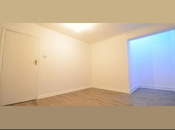 EasyRoommate UK - House Share Double Room Tottenham Next to Station - Tottenham, London - £625