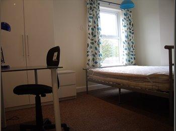 EasyRoommate UK - High Quality House Share near Train Station - Stoke-on-Trent, Stoke-on-Trent - £368