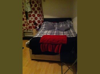 EasyRoommate UK - Spacious Furnished Double Room! - Elephant and Castle, London - £592